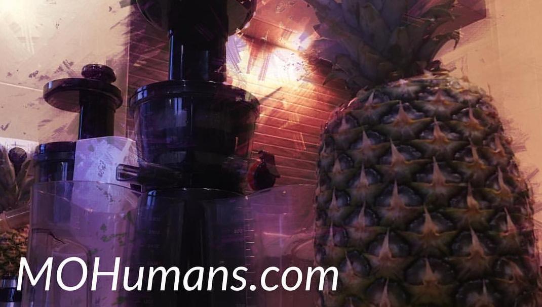 Cómo preparar un zumo detox de piña con MOHumans
