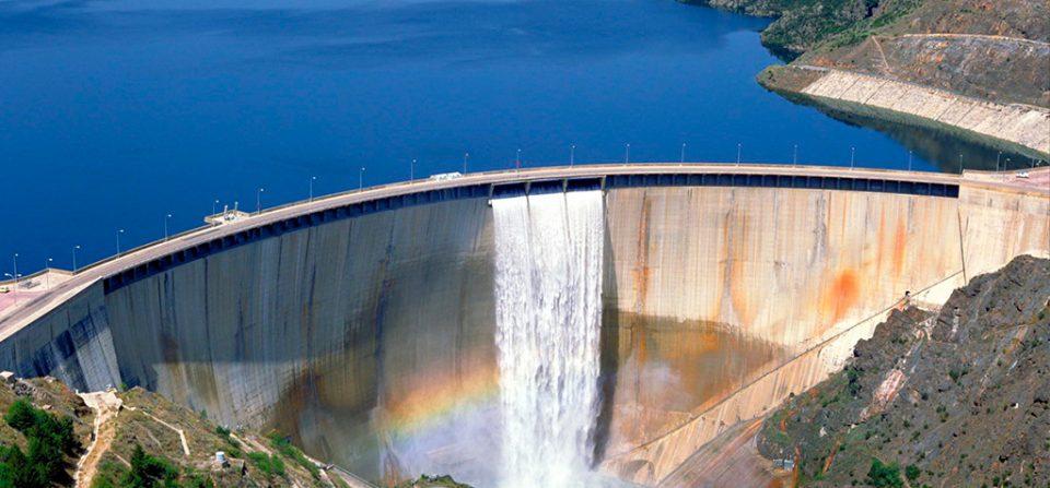 Retención de líquidos, eliminación de residuos, qué agua beber y cómo tomar el agua.